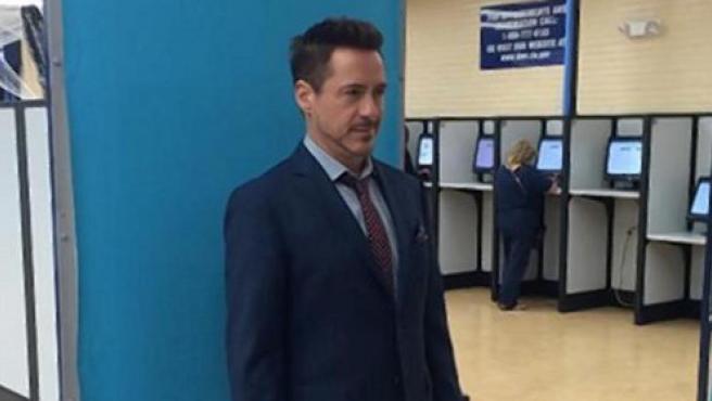 Imágenes del día: Robert Downey Jr. se renueva el carnet de conducir