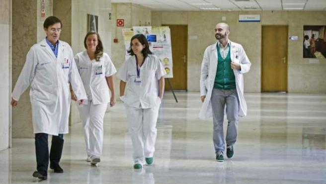 El equipo médico que atendió a Teresa Romero en el Hospital Carlos III de Madrid.