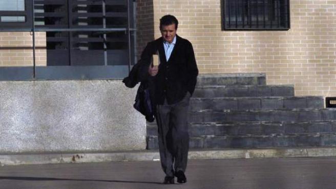 El exministro y expresidente de Baleares, Jaume Matas, en el momento de abandonar el centro penitenciario de Segovia en un permiso.