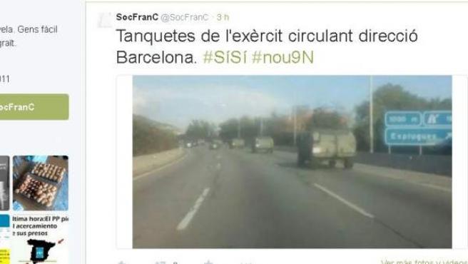 Imagen captada por un conductor en la autopista A-2 en los alrededores de Barcelona de una caravana de tanques militares llegando a la capital catalana en los días previos a la consulta del 9 de noviembre.