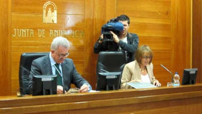 Jiménez Barrios, junto a Purificación Gálvez, en la entrega de resoluciones.