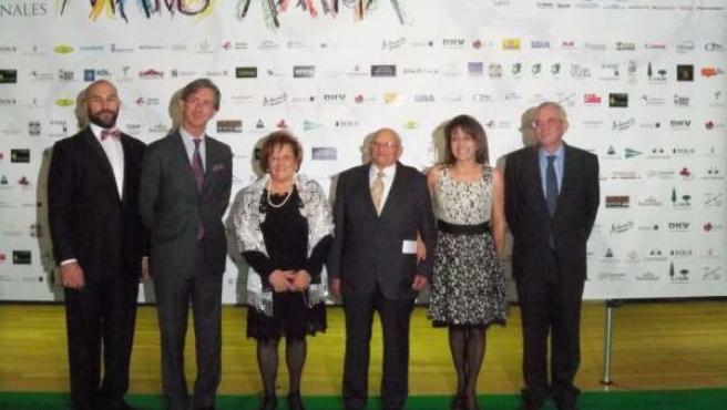 Imagen de representantes de Alzheimer León con los premiados