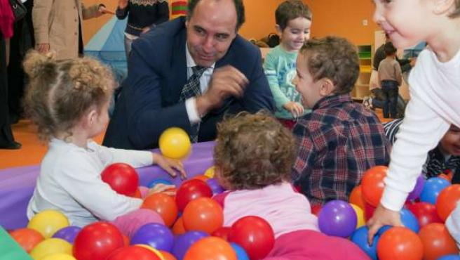Ignacio Diego en la inauguración oficial del colegio de Colindres