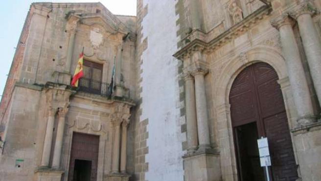 Iglesia De La Preciosa Sangre Y Centro San Jorge De Cáceres