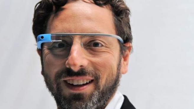 El confundador de Google, Sergey Brin, con las Google Glass.