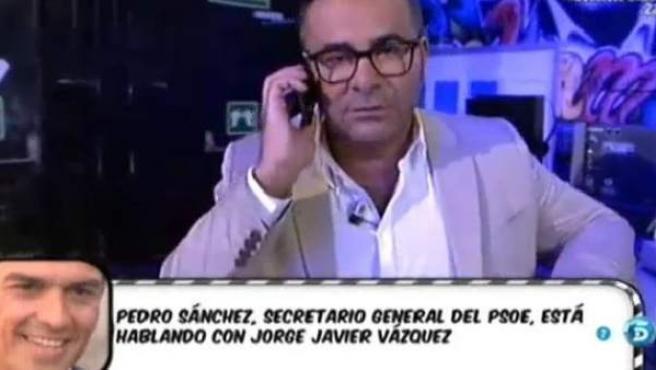 El presentador de 'Sálvame', hablando con el líder socialista, Pedro Sánchez.