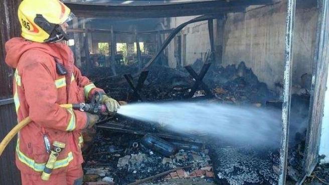 Una de las naves afectadas por el incendio industrial en Algemesí