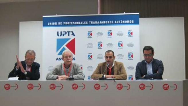 Manuel Prieto, segundo por la derecha
