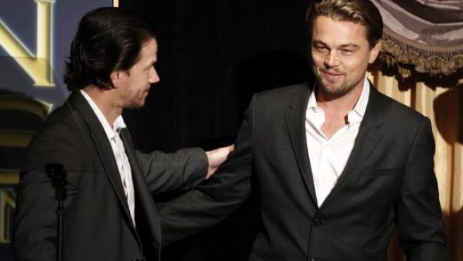 Los actores Mark Wahlberg y Leonardo DiCaprio, en un acto en Hollywood en el año 2011.