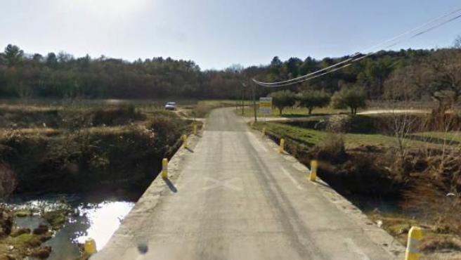 Uno de los puentes que unen los municipios de Cruviers-Lascours y Saint-Césaire de Gauzignan (Francia).