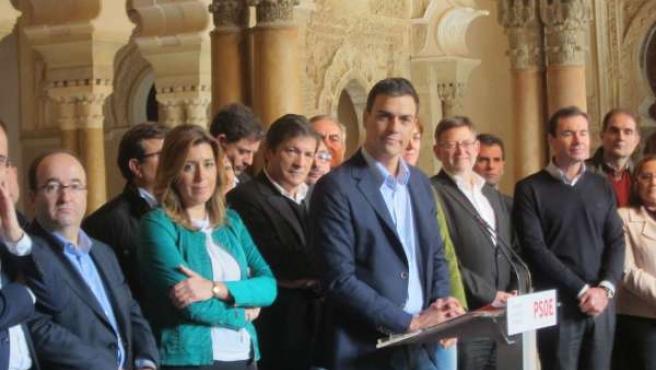 Pedro Sánchez, junto a los 'barones' del PSOE