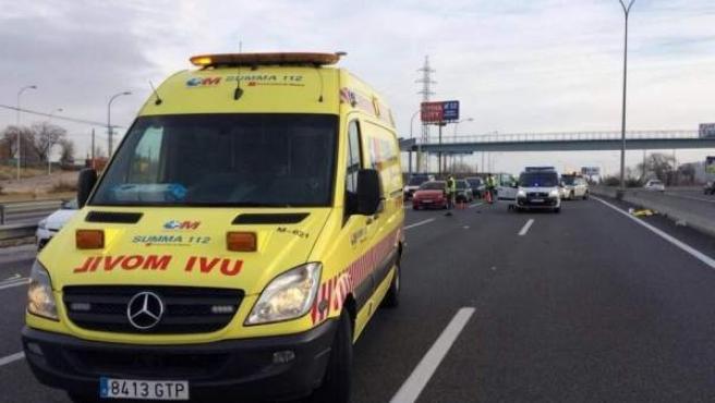 Imagen de una ambulancia en un accidente de tráfico.