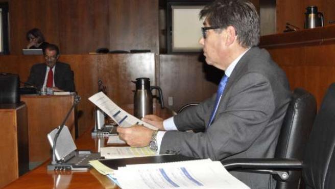 El consejero Arturo Aliaga explica presupuesto de su departamento en las Cortes