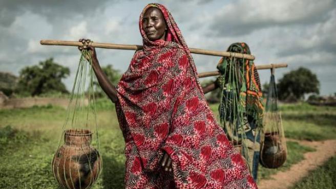 Akkoe Moussa, una mujer de Chad, tardaba una media de dos horas al día en ir a recoger agua potable.