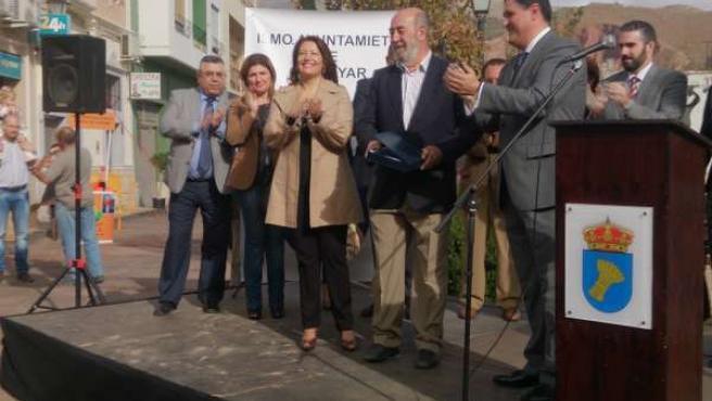 Crespo entrega los premios en la V Muestra Empresarial de Canjáyar