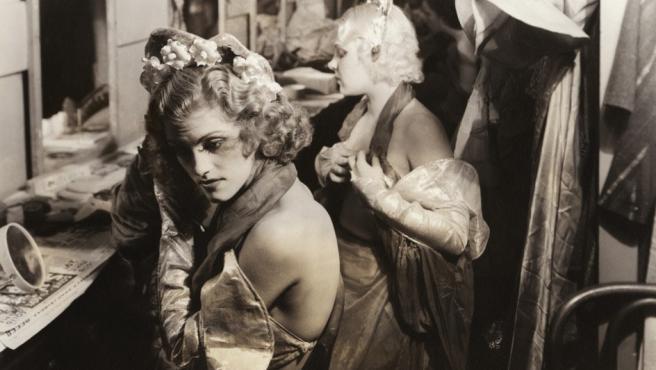 Coristas de un espectáculo de 'burlesque' retratadas por Margaret Bourke-White en 1936