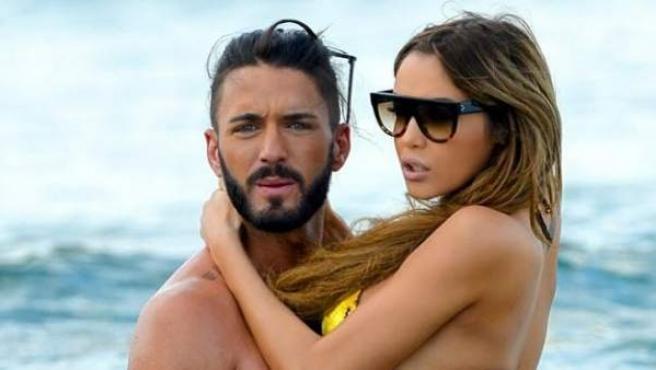 Imagen de Nabilla con su novio, el productor de telerrealidad Thomas Vergara.