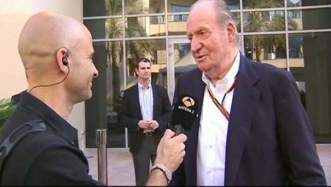 El rey Juan Carlos I, entrevistado por Antonio Lobato en el GP de Abu Dhabi.
