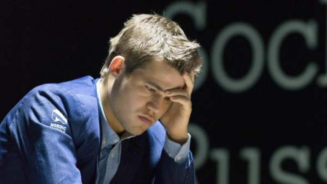 Magnus Carlsen durante la undécima partida del campeonato por el cetro mundial de ajedrez contra Viswanathan Anand.