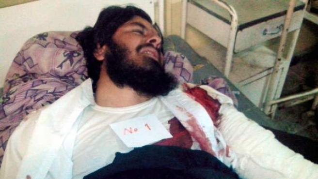 Uno de los heridos en un atentado durante un partido de voley en Afganistán.