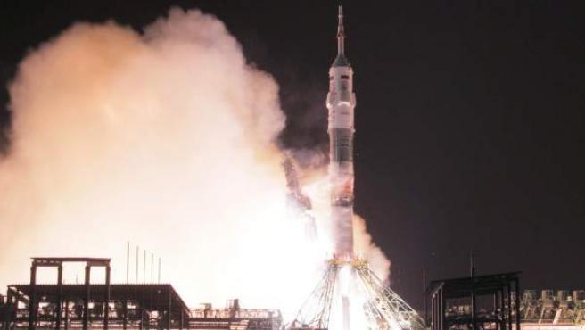 La nave rusa Soyuz TMA-15M despega de la base espacial de Baikonur, en Kazajistán.