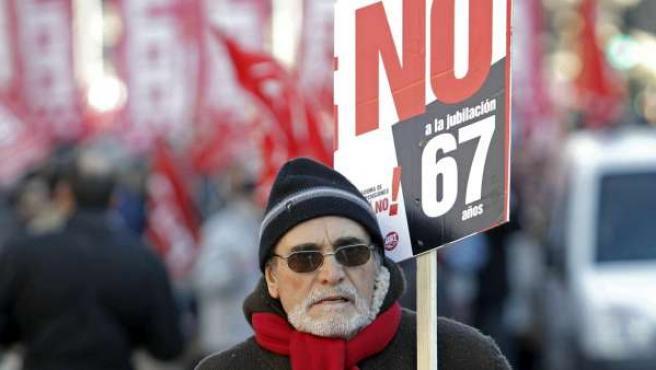 Imagen de archivo de una marcha contra el aumento de la edad de jubilación.