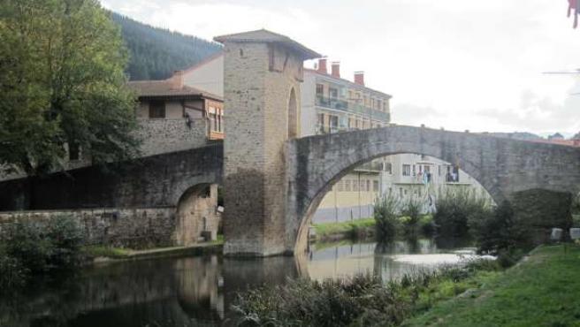 Puente medieval del siglo XV en Balmaseda
