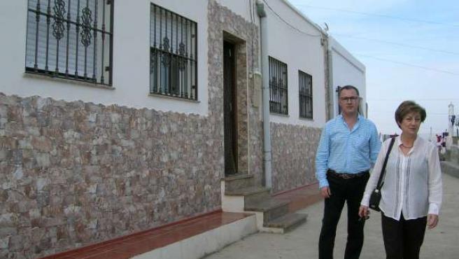 Caparros recorre las viviendas rehabilitadas en Alhama