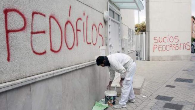 Pintadas con acusaciones de pedófilos en una parroquia de Granada.