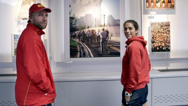 EL seleccionador español de hockey Adrian Lock y la capitana Rocío Ybarra durante la visita que han realizado a la Agencia EFE.