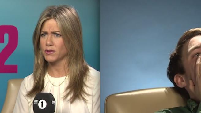 Vídeo: Jennifer Aniston casi hace llorar a un periodista