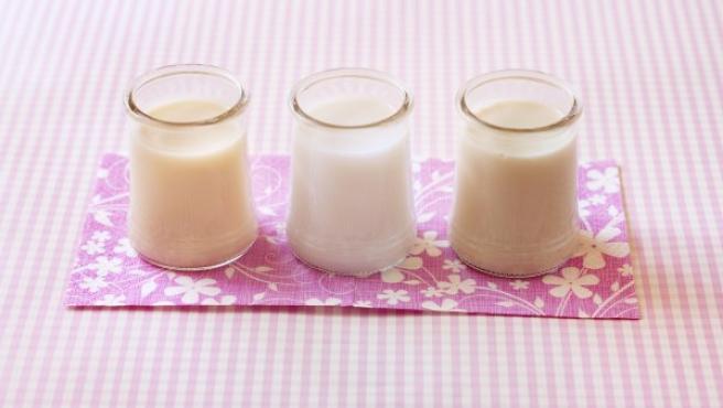 Tres vasos de leche.