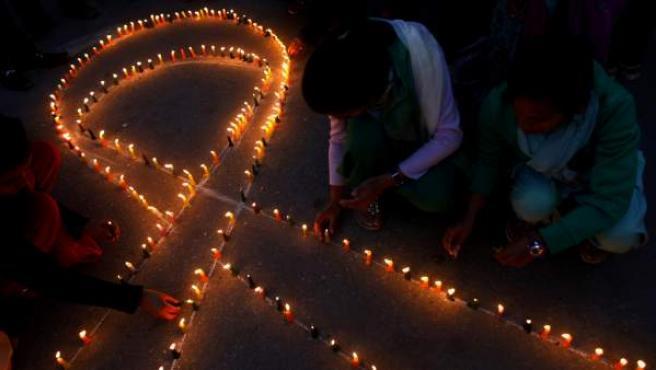 El lazo rojo es un símbolo universal en la lucha contra el sida.