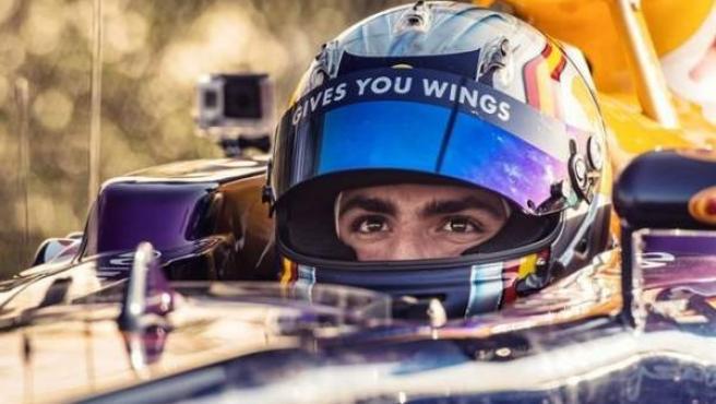 Carlos Sainz pilotando un Red Bull en unas pruebas en Abu Dabi.