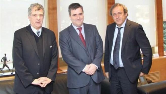 De izquierda a derecha, Villar, Cardenal y Platini.