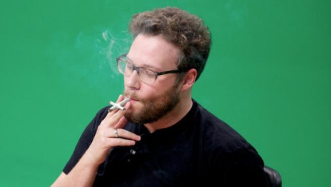 Seth Rogen invita a fumar marihuana antes de ver 'The Interview'