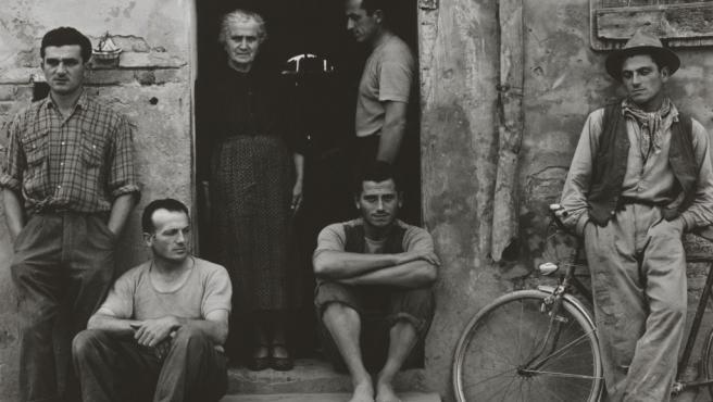 Familia de pescadores italianos en 1953. Foto de Paul Strand
