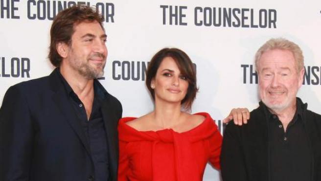 El director Ridley Scott junto a los actores Javier Bardem y Penélope Cruz.