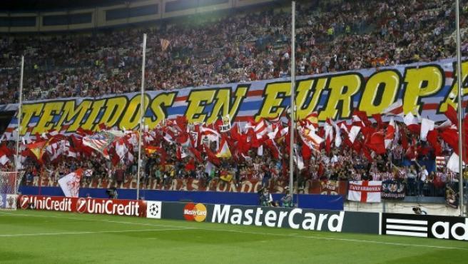 El Frente Atlético despliega una enorme pancarta en los prolegómenos del compromiso de la Champions League 2014-15 entre el Atlético y el Juventus.