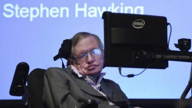 El astrofísico británico Stephen Hawking, durante la presentación en Londres (Reino Unido) de un nuevo sistema que le permitirá mejorar sustacialmente su habilidad para comunicarse con el mundo.