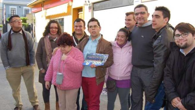 Gutiérrez Limones junto a miembros de asociaciones de Educación Especial.