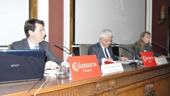 El abogado Carlos Indiano, el Justicia y Berta Lorente, de la Cámara de Comercio