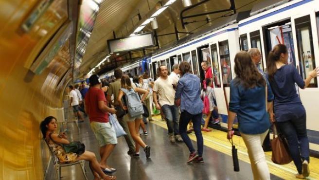 Andén de una estación de metro.