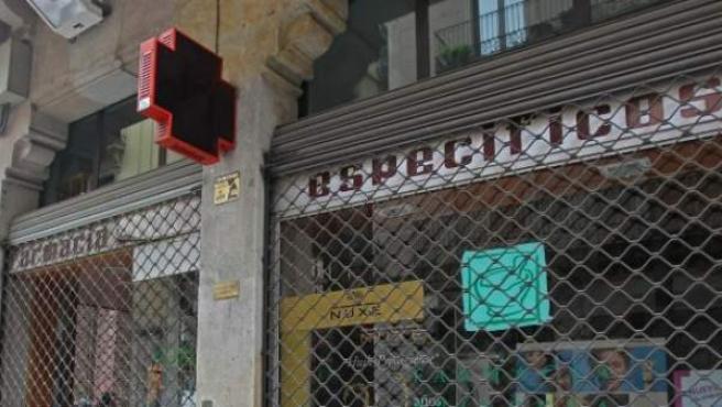 Farmacia catalana cerrada durante una huelga contra los impagos