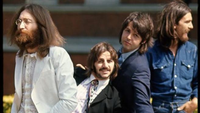 Linda McCartney retrata a los Beatles en 1969 durante la sesión de fotos para la portada del disco 'Abbey Road'