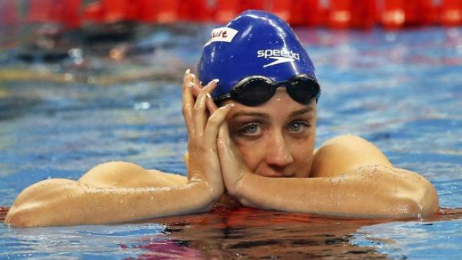 La nadadora Mireia Belmonte celebra haber ganado la final femenina de los 400 estilos.