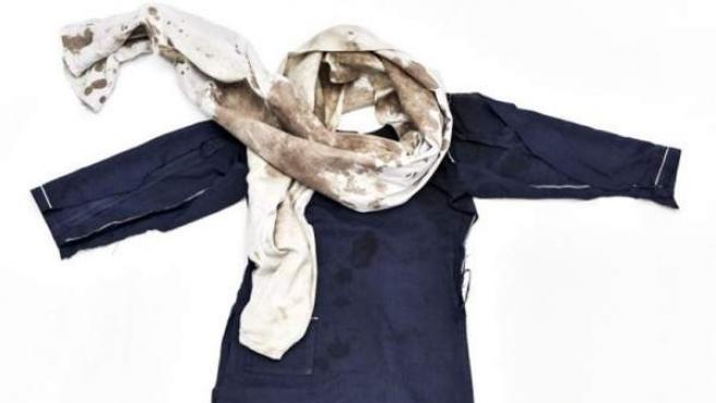 El uniforme que llevaba la última ganadora del Premio Nobel de la Paz, la joven paquistaní Malala Yousafzai, cuando un talibán le disparó en la cabeza.