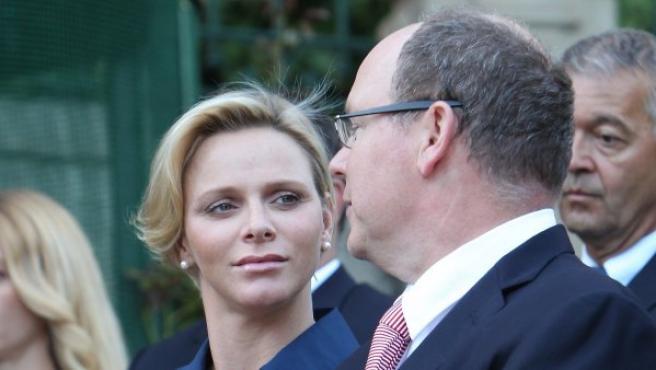 """<p>La princesa Charlene y el príncipe <span class=""""standardtextnolink"""">Alberto de Mónaco en septiembre de 2014.</span></p>"""
