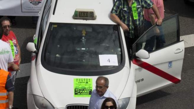 Protesta de taxistas contra la aplicación Uber.