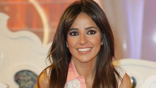 La presentadora Carmen Alcayde, durante la presentación de 'Las bodas de Sálvame', en abril de 2013.